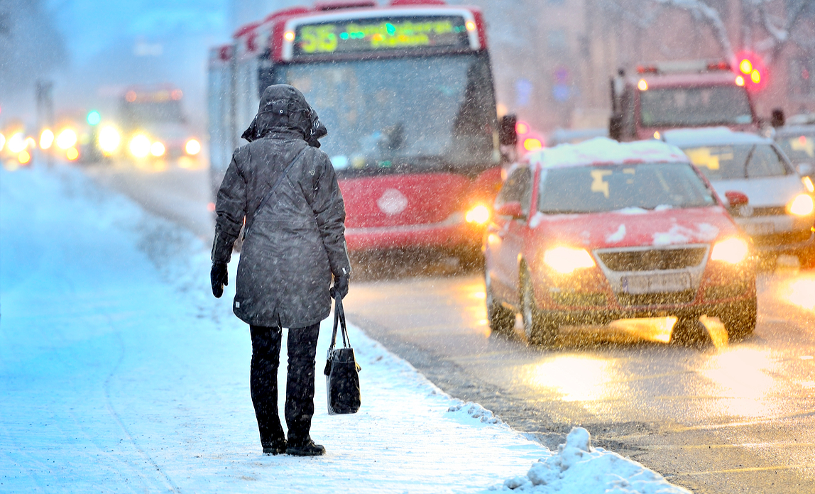 What are your employees' rights if snow disrupts travel?