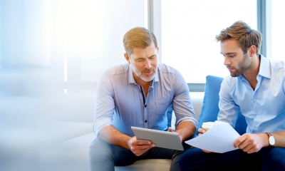 Two men talking, looking at a laptop - Find an insolvency practitioner