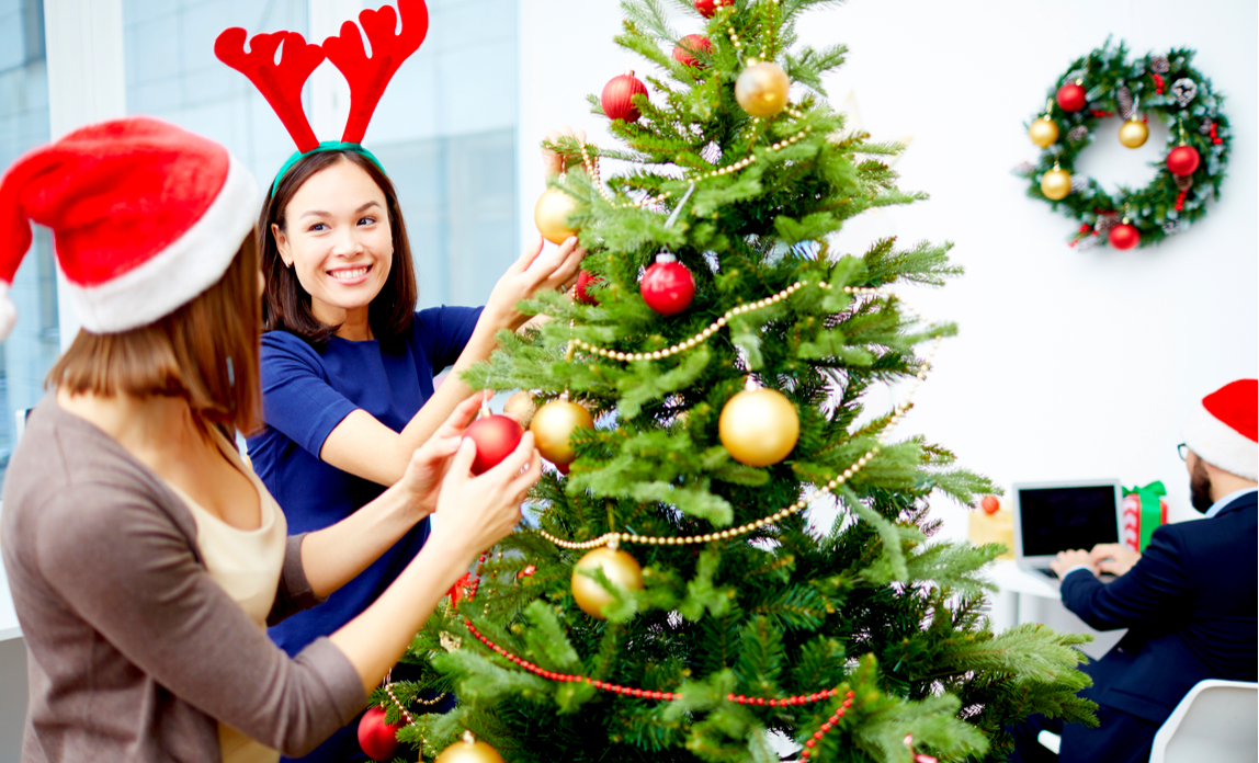 Festive décor is good for staff morale says study